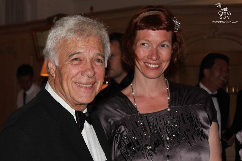 Arrivée de Guy Bedos et de sa fille, au dîner donné en l'honneur de Jean-Paul Belmondo, au Carlton - Festival de Cannes 2011 - Photo © Anik Couble