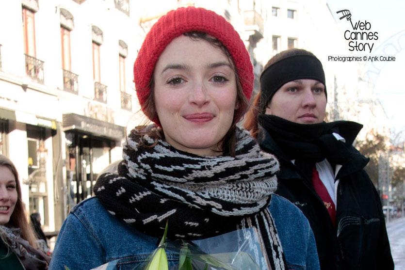 """Charlotte Le Bon, à l'initiative du projet """"Inside Out"""" de l'Artiste JR - Lyon  Déc 2013 - Photo © Anik COUBLE"""