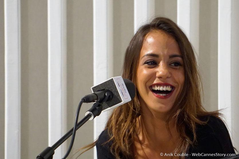 """La pétillante Alice Belaïdi,  à """"La Grande Emission"""" de Radio Lumière - Festival Lumière 2016 - Lyon - Photo © Anik Couble"""
