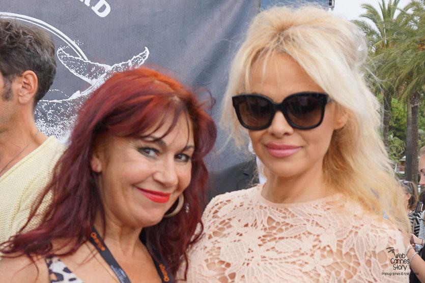 Esméralda Petit Benito et Pamela Anderson,  à l'issue de la  Conférence de Presse de l'Association Sea Shepherd, en marge du  Festival de Cannes 2016 - Photo © Anik Couble