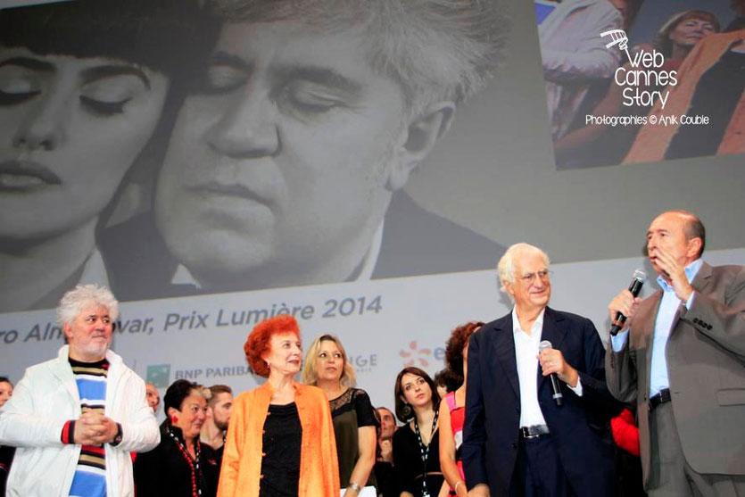 Pedro Almodovar, Marisa Paredes, Bertrand Tavernier et Gérard Collomb - Clôture du Festival Lumière - Lyon - Octobre 2014 - Photo © Anik COUBLE