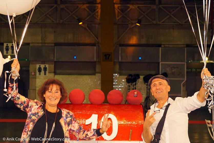 En compagnie de mon ami, Loulou Dedola, scénariste, auteur, compositeur, interprète, leader du groupe RCP, lors du très convivial dîner d'ouverture du Festival Lumière 2018 - Lyon - Photo © Anik Couble