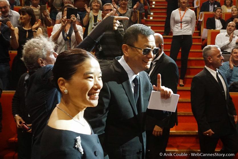 Arrivée de Wong Kar-wai et de sa femme Esther, pour la cérémonie de remise de son Prix Lumière - Festival Lumière 2017 - Lyon - Photo © Anik Couble