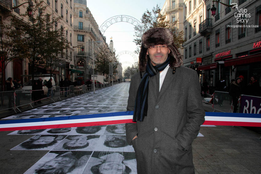 """Toumi Djaïdja, initiateur de la marche de 1983, lors de l'inauguration de l'Expo Photo """"Inside Out"""" de l'Artiste JR - Lyon Déc 2013 - Photo © Anik COUBLE"""