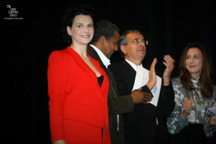 Juliette Binoche,  Abderrahmane Sissako, Jean-Jack Queyranne et Elsa Zylberstein - Cérémonie d'ouverture du Festival Lumière - Lyon - Oct 2010 - Photo © Anik COUBLE