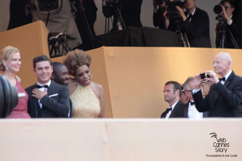 """L'équipe du film """" The Paperboys """" de Lee Daniels, dont Nicole Kidman, Zac Efron, David Oyelowo et Macy Gray (photographiés par Gilles Jacob) - Festival de Cannes 2012 - Photo  © Anik Couble"""