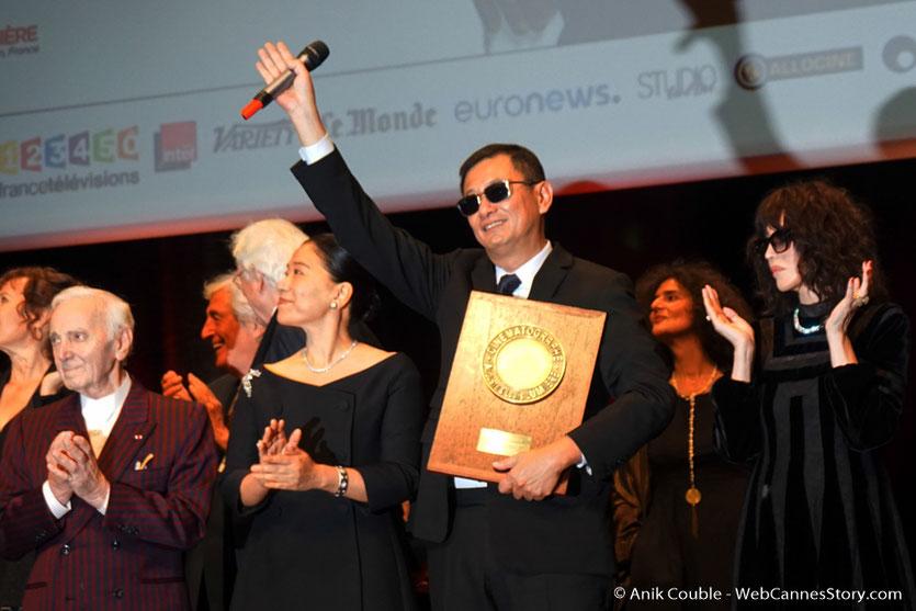 Charles Aznavour, lors de la remise du Prix Lumière à de Wong Kar-wai - Festival Lumière 2017 - Lyon - Photo © Anik Couble