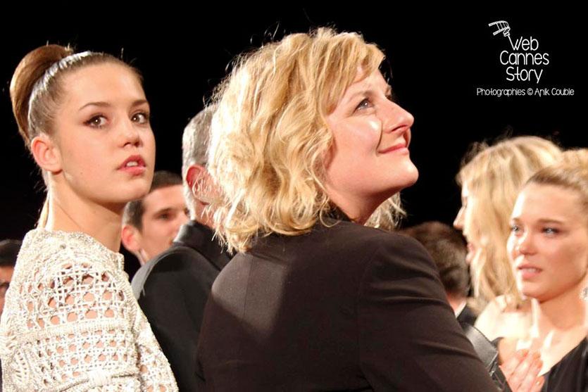 Adèle Exarchopoulos et Léa Seydoux, lors la projection, du film «La Vie d'Adèle» d' Abdellatif Kechiche - Festival de Cannes 2013 - Photo © Anik COUBLE