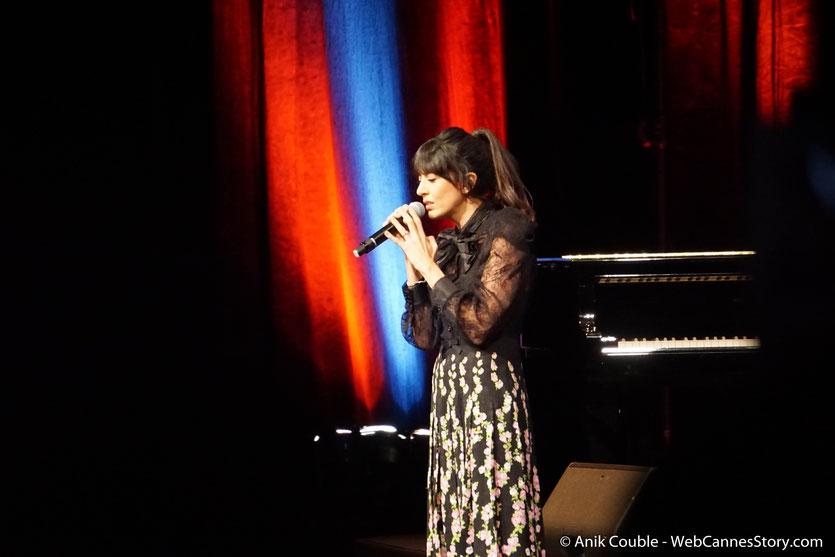 Nolwenn Leroy, chantant Jacques Brel, lors de la cérémonie de remise du Prix Lumière à Jane Fonda - Festival Lumière 2018 - Lyon - Photo © Anik Couble