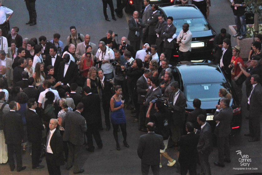 L effervescence à la sortie des artistes - Festival de Cannes 2011 - Photo © Anik Couble