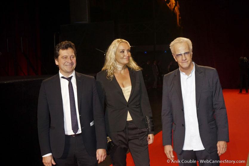 Laurent Gerra , Christelle Bardet et Christophe Lambert, sur le tapis rouge, lors de la cérémonie d'ouverture du Festival Lumière 2017, à Lyon - Photo © Anik Couble