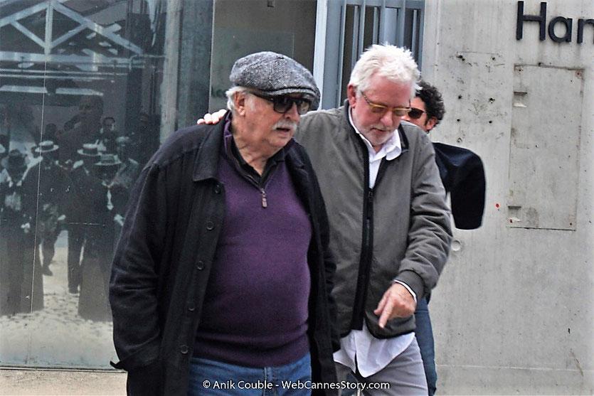 Jean Becker, accompagné de Michael Mann,lors du tournage, du remake de la Sortie des Usines Lumière, dirigé par Wong Kar-wai - Festival Lumière 2017 -  Lyon - Photo © Anik Couble