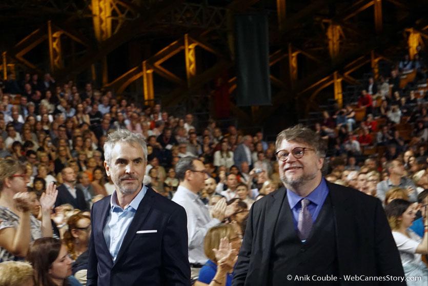 Alfonso Cuarón et Guillermo del Toro, au milieu du public, lors de la cérémonie d'ouverture du Festival Lumière 2017 - Lyon - Photo © Anik Couble