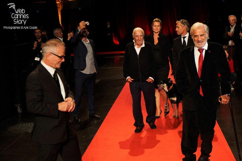 Jean-Paul Belmondo, ovationné par la foule, lors de la cérémonie d'ouverture du Festival Lumière 2015 - Lyon - Photo © Anik COUBLE
