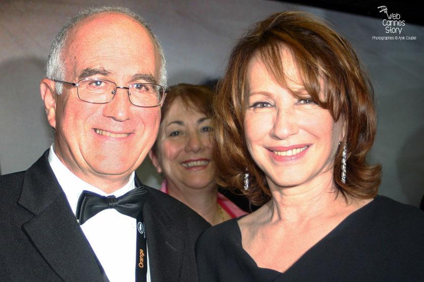 Raymond Haïk,  en compagnie de Nathalie Baye, lors de la soirée de Clôture - Festival de Cannes 2010 - Photo © Anik Couble