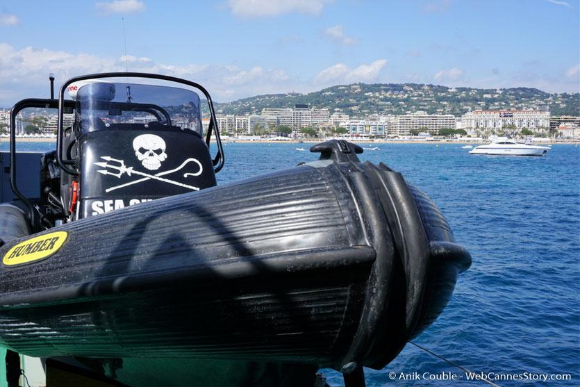 """Un canoë du """"Sam Simon"""",  l'un des bateaux de la fondation Sea Shepherd - Festival de Cannes 2016 - Photo © Anik Couble"""