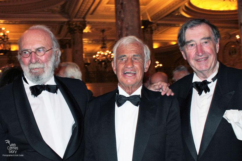 Jean-Paul Belmondo, entouré de Jean-Pierre Marielle et Pierre Vernier, lors du dîner donné en son honneur, au Carlton - Festival de Cannes 2011 - Photo © Anik Couble