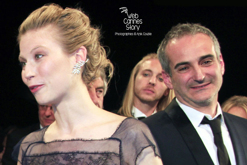Nora Von Waldstätten et Olivier Assayas, lors de la présentation du film «Sils Maria» d'Olivier Assayas - Festival de Cannes 2014 - Photo © Anik COUBLE