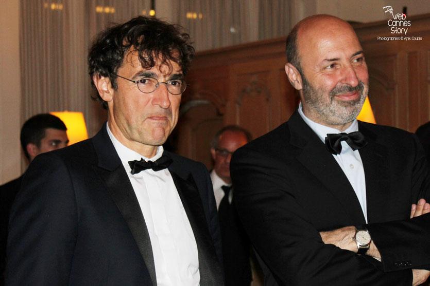 Arrivée d'Albert Dupontel et Cédric Klapisch, au dîner donné en l'honneur de Jean-Paul Belmondo, au Carlton - Festival de Cannes 2011 - Photo © Anik Couble