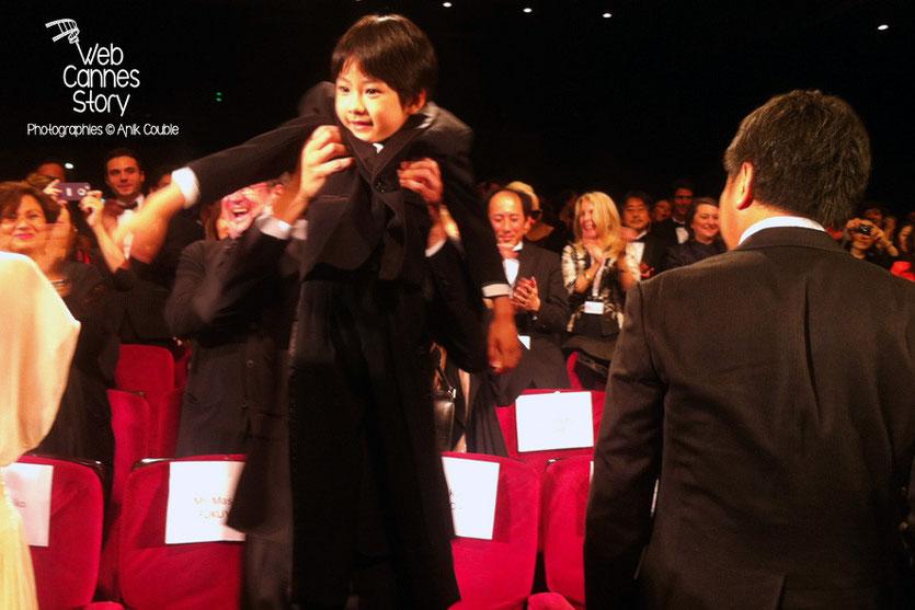 """Le petit Keita Ninomiya, lors de la projection du film japonais """"Tel père, tel fils"""" de Kore-Eda Hirokazu - Festival de Cannes 2013 - Photo © Anik COUBLE"""