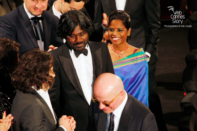 Antonythasan Jesuthasan, Kalieaswari Srinivasan et Jacques Audiard, lors de la projection de son film « Dheepan » - Festival de Cannes 2015 - Photo © Anik COUBLE