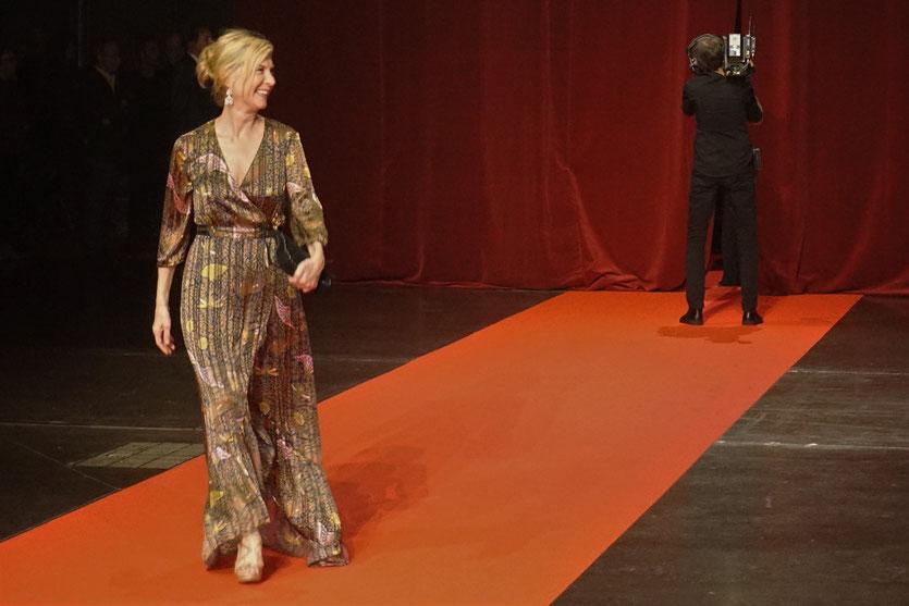 Michèle Laroque, sur le tapis rouge, lors de la cérémonie d'ouverture du Festival Lumière 2018 - Lyon - Photo © Anik Couble