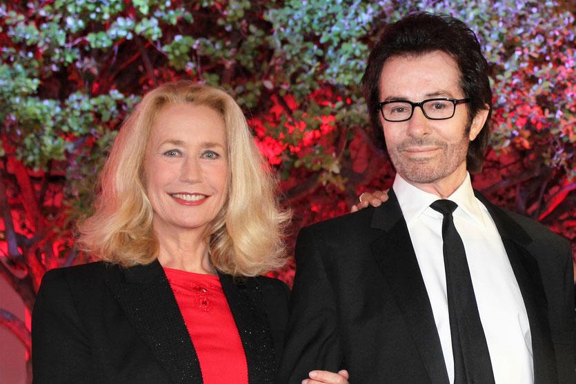 Brigitte Fossey et Georges Chakiris, lors de la remise du Prix François Chalais à Nadine Labaki - Festival de Cannes 2011 - Photo © Anik Couble