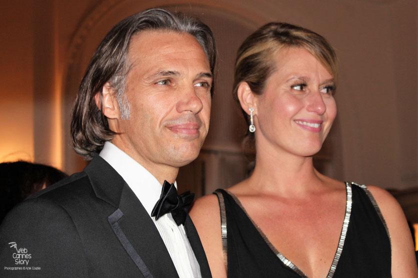 Paul Belmondo et sa femme Luana, lors du dîner donné en l'honneur de son père, Jean-Paul Belmondo, au Carlton - Festival de Cannes 2011 - Photo © Anik Couble
