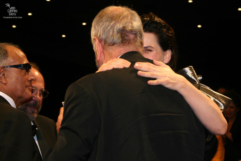"Juliette Binoche et Jean-Claude Carrière, lors de la projection du film ""Copie conforme"" de Abbas Kiarostami - Festival de Cannes 2010 - Photo © Anik Couble"