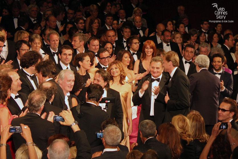 """Florence Pernel, Bernard Lecoq et Xavier Durringer, lors de la projection de son film """"La conquête""""  - Festival de Cannes 2011 - © Anik Couble"""