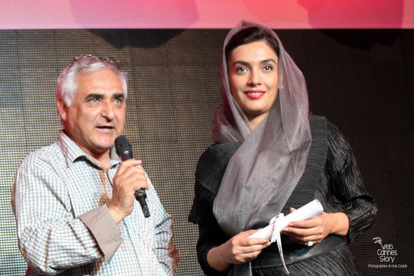 """Mohammad Rasoulof qui a obtenu une mention spéciale pour son film """"Au revoir"""",  accompagné de son actrice Leyla Zareh - Festival de Cannes 2011 - Photo © Anik Couble"""