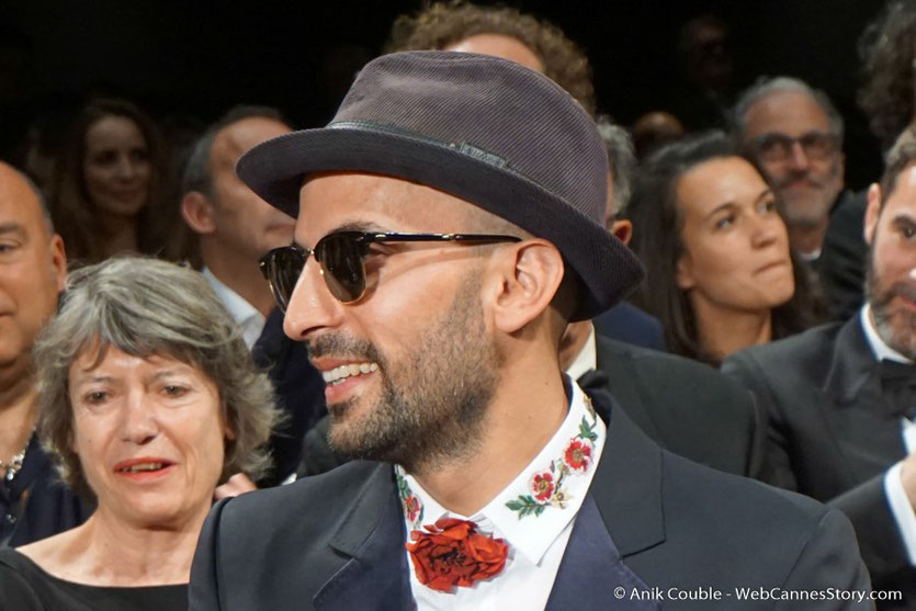 "JR, lors de la projection du film documentaire ""Visages Villages"", qu'il a co-réalisé avec Agnès Varda - Festival de Cannes 2017 - Photo © Anik Couble"