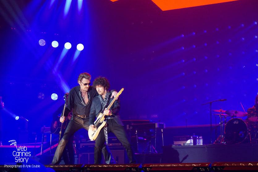 Johnny Hallyday  et Yarol Poupaud - Rester Vivant Tour - Halle Tony Garnier - Lyon - 7 et 10 novembre 2015 - Photo © Anik Couble