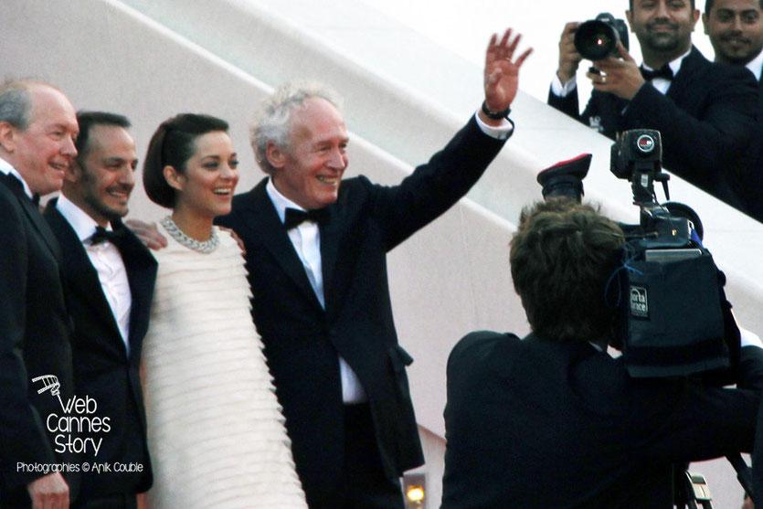 Marion Cotillard  et Fabrizio Rongione, entourés de Jean-Pierre et Luc Dardenne, réalisateurs du film «Deux jours, une nuit» - Festival de Cannes 2014 - Photo © Anik COUBLE