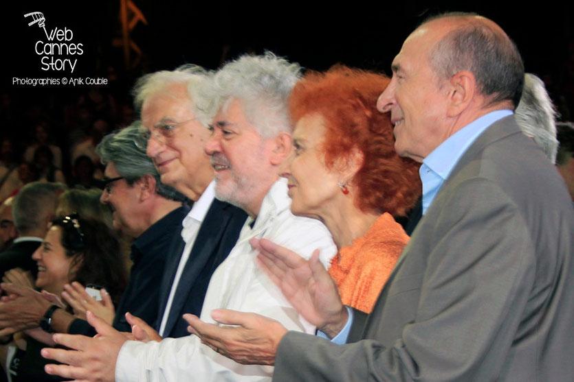Chema Prado, Bertrand Tavernier, Pedro Almodovar, Marisa Paredes et Gérard Collomb - Clôture du Festival Lumière - Lyon - Octobre 2014 - Photo © Anik COUBLE