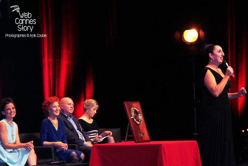 Rossy de Palma au micro, devant Elena Anaya, Rossy de Palma, Marisa Paredes et Agustin Almodovar - Remise du prix Lumière - Festival Lumière - Lyon - Oct 2014 - Photo © Anik COUBLE