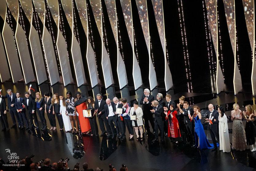 La photo de groupes des lauréats sur la scène du Grand Theâtre Lumière  - Festival de Cannes 2016 - Photo © Anik Couble