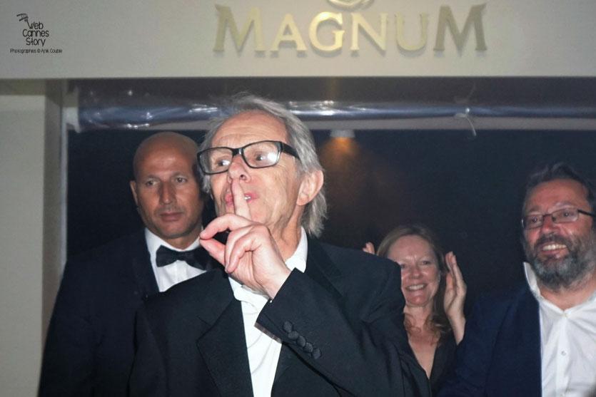 Ken Loach, Palme d'or, en compagnie de Vincent Maraval de Wild Bunch - Plage Magnum - Festival de Cannes 2016 - Photo © Anik Couble