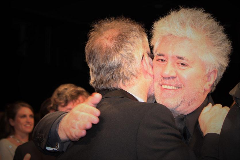 """Pedro Almodovar et Thierry Freamaux,  lors de la projection de son film  """"La Piel que Habito"""" - Festival de Cannes 2011 - Photo  © Anik Couble"""
