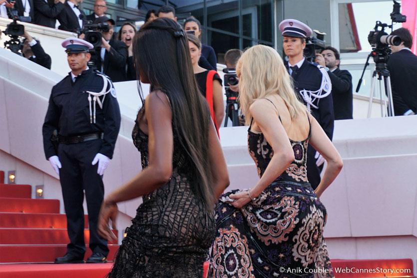 Nicole Kidman et Naomi Campbell, sur les marches, pour assister à la cérémonie des 70 ans du Festival de Cannes - Festival de Cannes 2017 - Photo © Anik Couble