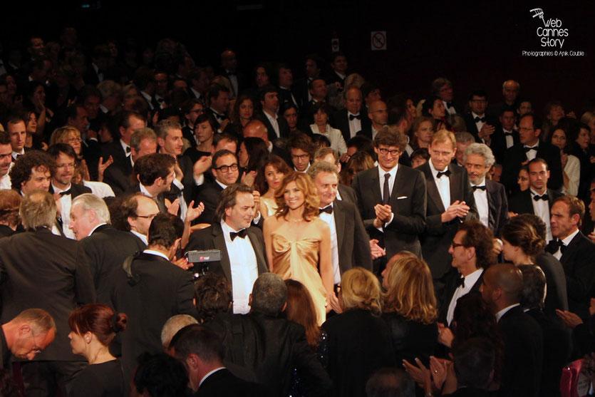 """Florence Pernel, Denis Podalydes, Bernard Lecoq et Xavier Durringer,  lors de la projection de son film """"La conquête""""  - Festival de Cannes 2011 - © Anik Couble"""