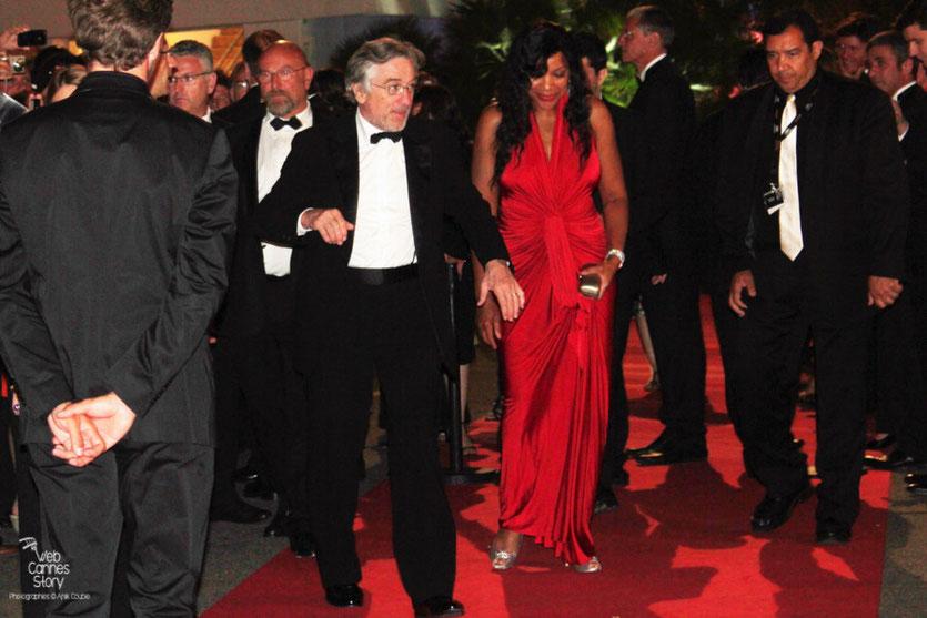 Robert de Niro, Président du Jury et son épouse, arrivant à la soirée de clôture - Festival de Cannes 2011 - Photo © Anik Couble