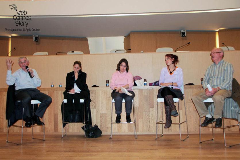 Jean Jouzel, Cynthia Fleury, Myriam Yllamola, Adélaïde Wagner et Jean-Michel Rivet, membres de l'atelier citoyen - Lyon - 0ctobre 2011  © Anik COUBLE