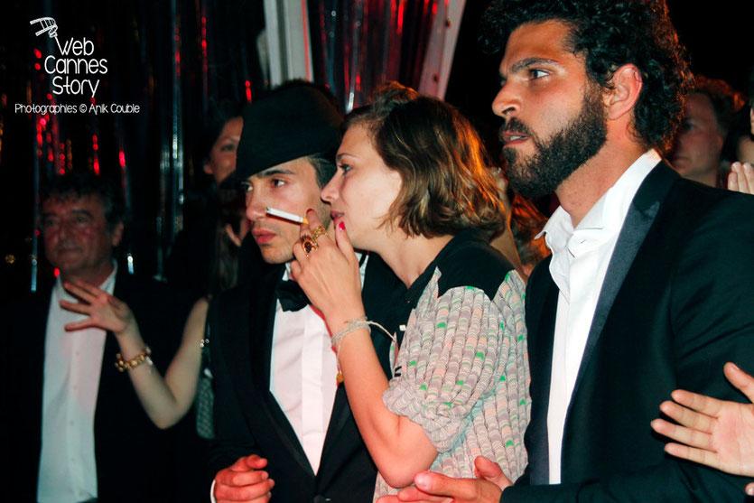 Céline Sallette, entourée de Vincent Heneine et Rachid Yous, lors de la soirée du film «Géronimo» de Tony Gatlif - Festival de Cannes 2014 - Photo © Anik COUBLE