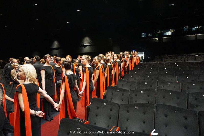 Les hôtesses du Palais, lors de la projection du film, Les Filles du soleil (Girls of the sun) d'Eva Husson, présenté en sélection officielle, lors du Festival de Cannes 2018 - Photo © Anik Couble
