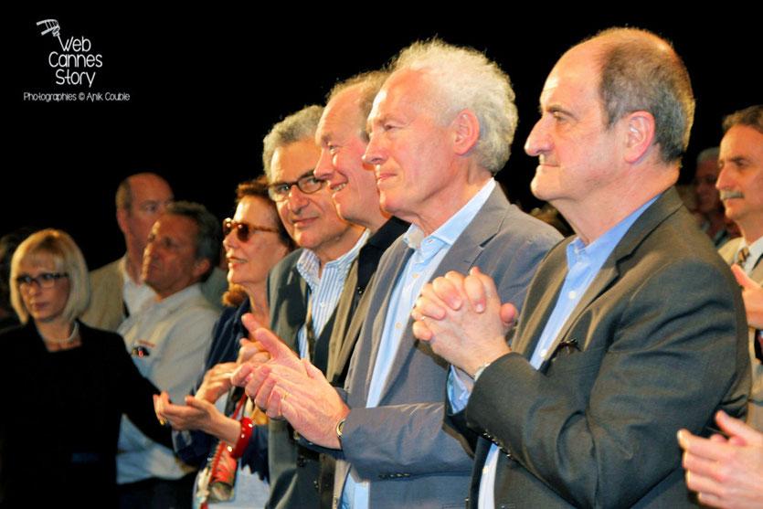 Les frères Dardenne, entouré de Pierre Lescure et Serge Toubiana, lors de l'hommage aux frères Lumière - Festival de Cannes 2015 - Photo © Anik COUBLE