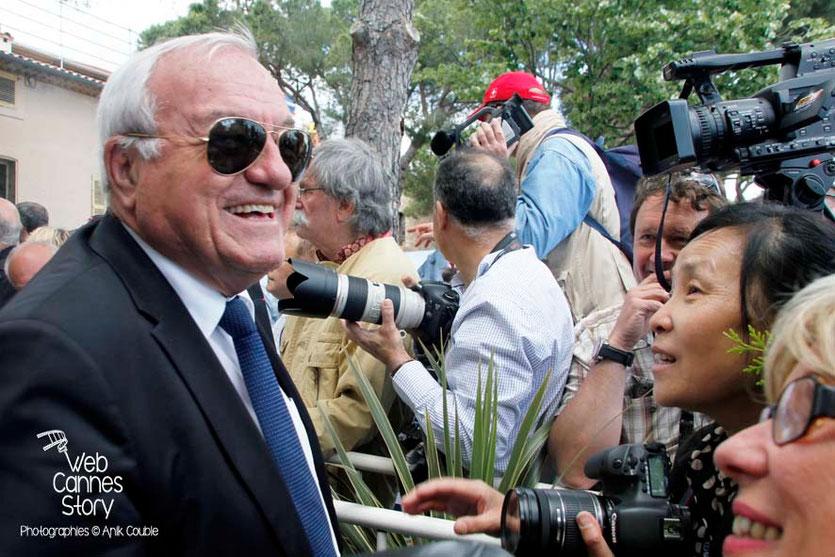Bernard Brochand, Maire de Cannes, invite chaque année, le jury et la presse, à un aïoli géant - Festival de Cannes 2013 - Photo © Anik COUBLE
