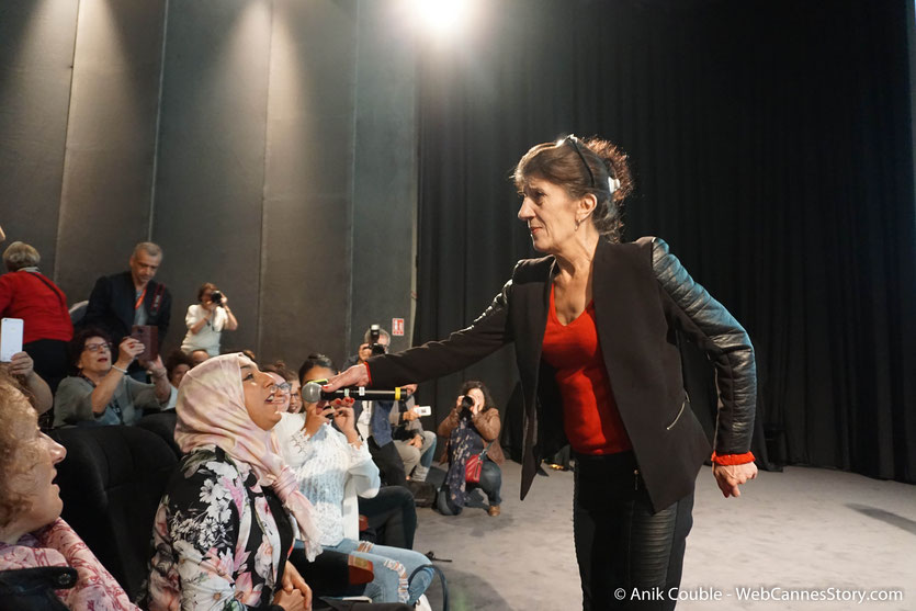 """Biyouna, la très populaire actrice algérienne, à la rencontre de son public, lors de la présentation, du film """"Délice Paloma"""" de Nadir Moknèche, lors du Festival  Lumière 2018 - Lyon - Photo © Anik Couble"""