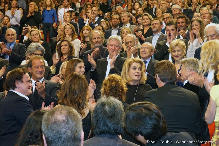Standing ovation pour Catherine Deneuve - Cérémonie de remise du Prix Lumière - Amphitheâtre 3000 - Lyon - Oct 2016  - Photo © Anik Couble