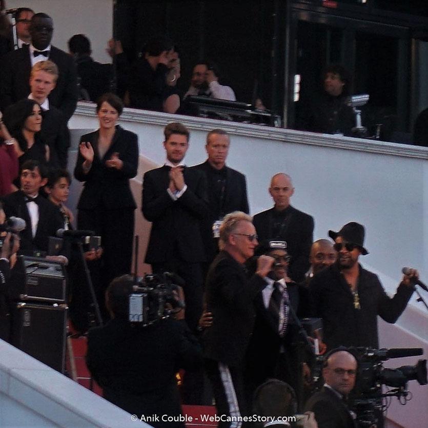 Sting, chanteur et musicien anglais et Shaggy, chanteur, musicien et DJ jamaïcain, en concert sur les marches du Palais, lors de la Clôture du Festival de Cannes 2018, entourés des lauréats, du Jury et des  invites - Photo © Anik Couble
